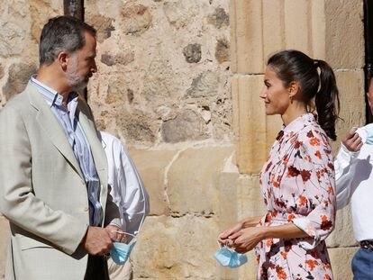 Felipe VI y la reina Letizia, durante su visita a Vinuesa (Soria) este miércoles.