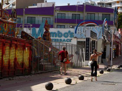 Locales cerrados en la playa de Magaluf, en el Ayuntamiento de Calviá. Lunes 1 de junio de 2020.