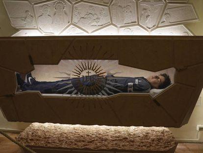 El cuerpo de Carlo Acutis, tras ser tratado con técnicas de conservación y reconstrucción. En vídeo, imágenes de su beatificación.