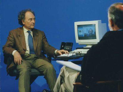 Punset, a la izquierda, en los comienzos del programa 'Redes'.