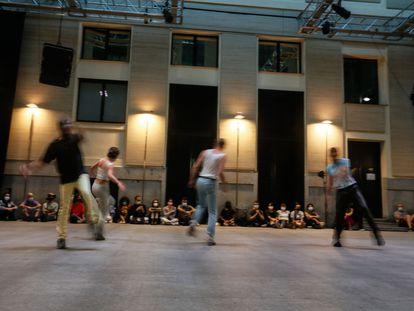 'Higher xtn' de Michel Rizzo, una de las actuaciones de la exposición 'You Got to Get in to get out' en la Casa Encendida de Madrid.
