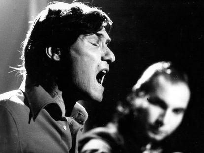Manuel Gerena, durante una actuación en la sala Zeleste en 1974.