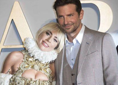 Lady Gaga y Bradley Cooper, nominados al Oscar por 'Ha nacido una estrella', en el estreno de la película en Londres el pasado septiembre.