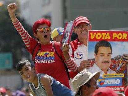 Los seguidores del mandatario se concentran en torno al Supremo y los detractores se refugian en la Red