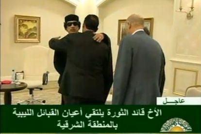 Imágen captada de la televisión de la última aparición de Gadafi, en un hotel de Trípoli, emitida por la BBC.