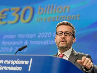 El comisario europeo de Investigación, Ciencia e Innovación, Carlos Moedas, presenta a la prensa el programa laboral Horizon 2020 en la Comisión Europea el pasado viernes.
