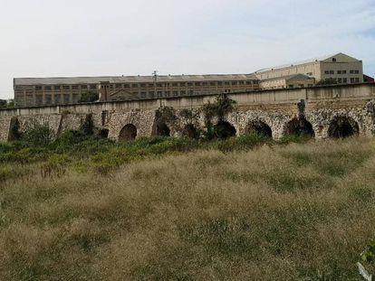 El acueducto romano, a su paso por Manises.