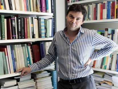 Piketty, guapo, brillante y socialista, en su estudio