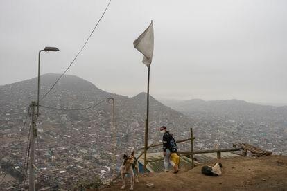 Alejo y su familia viven en el distrito de Villa María del Triunfo, formado predominantemente por asentamientos humanos que empezaron como invasiones de terreno en cerros.