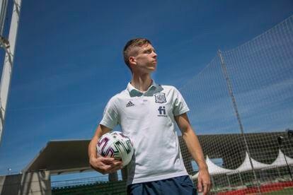 Dani Olmo, jugador de la selección Española de Fútbol, este viernes en Las Rozas (Madrid).