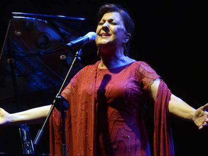 La cantante Carmen Linares durante un concierto.
