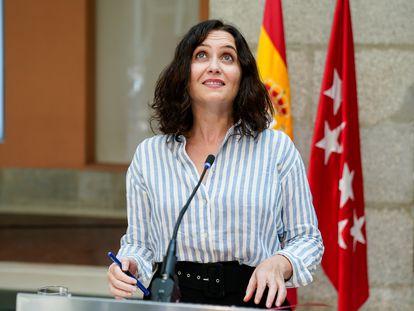 La presidenta de la Comunidad de Madrid en funciones, Isabel Díaz Ayuso, tras el consejo de Gobierno de este miércoles.