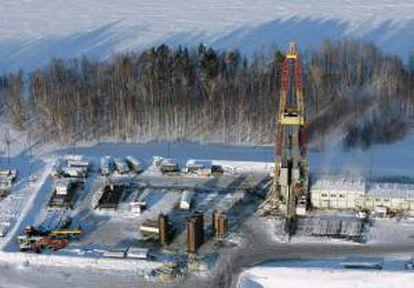 Vista general de una planta de petróleo a 200 km de Nefteyugansk, Rusia. EFE/Archivo