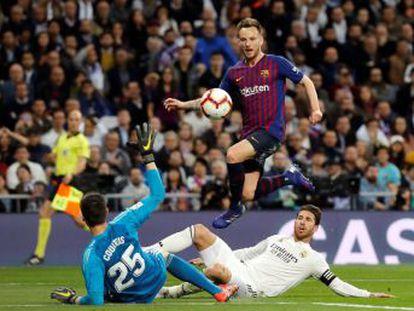 Los azulgrana, liderados por Arthur y Piqué, vuelven a azotar al Real, que esta vez no tuvo respuestas ante un rival que le deja a 12 puntos