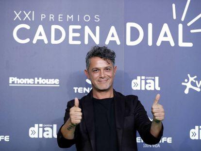 Alejandro Sanz, ayer en Santa Cruz de Tenerife a su llegada a la gala de la Cadena Dial.