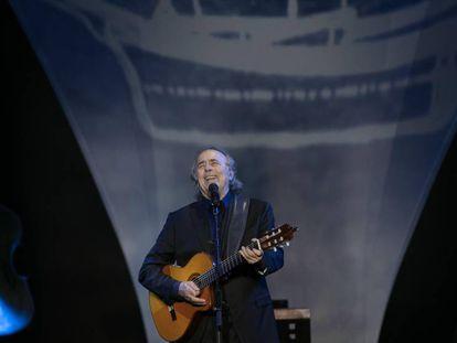 Serrat, durante el concierto del viernes en Peralada.