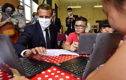 Emmanuel Macron, el pasado viernes en una escuela de Condom, en el suroeste de Francia.