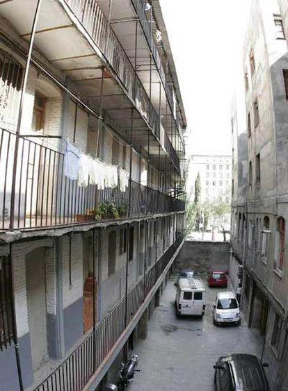 Interior de la corrala del número 63 de la calle de Fernández de la Hoz, en Chamberí.