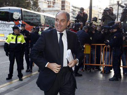 El expresidente valenciano Francisco Camps llega al tribunal en 2011.