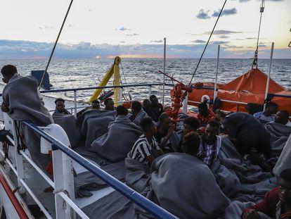 Inmigrantes rescatados a bordo del Sea Watch 3, el pasado martes.
