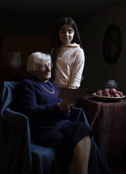 Yvonne Bernstein junto a su nieta, Chloe, fotografiados por la duquesa de Cambridge