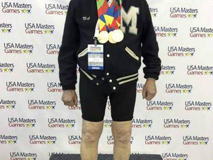 Mal Osborn, a sus 88 años, tras una competición de natación en 2016.