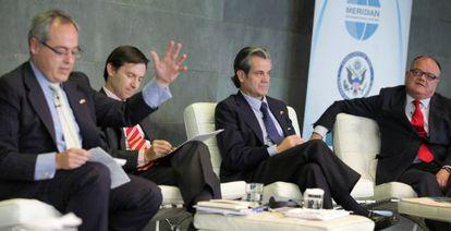 De izquierda a derecha, Ángel Cabrera (Thunderbird School of Global Management), José Ramón Camino (Alcoa), Marcos de Quintos (Coca-Cola) y Sergi Loughney (Abertis), durante la cumbre del voluntariado.