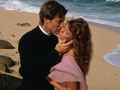 Richard Chamberlain y Rachel Ward en la miniserie 'El pájaro espino'.