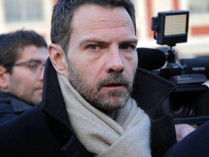 Jérôme Kerviel, el 'bróker' francés junto al Palacio de Justicia de París.