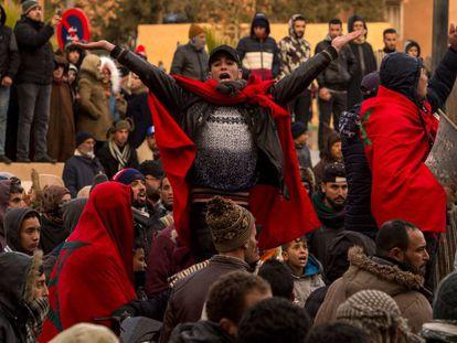 Protestas en el funeral de dos hermanos que murieron en el interior de una mina ilegal, en Yerada, Marruecos, en diciembre de 2017