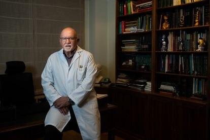Manuel Arias, neurólogo experto en la ataxia da Costa da Morte