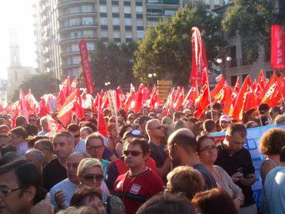 Los manifestantes, en la calle de Xàtiva de Valencia durante la protesta.