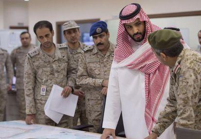 Mohamed Bin Salmán, en el centro.