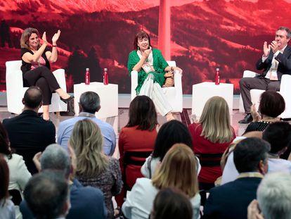Teresa Ribera, ministra de Transición Ecológica y Reto Demográfico; Cristina Narbona, presidenta del PSOE, y el alcalde de Sevilla, Juan Espadas, en la primera jornada del 40º Congreso Federal del PSOE, en Valencia, este viernes.