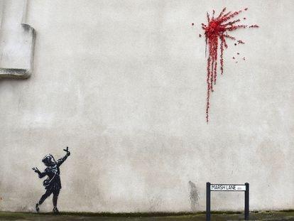 Un mural de Banksy en Bristol, Reino Unido en febrero de este año.