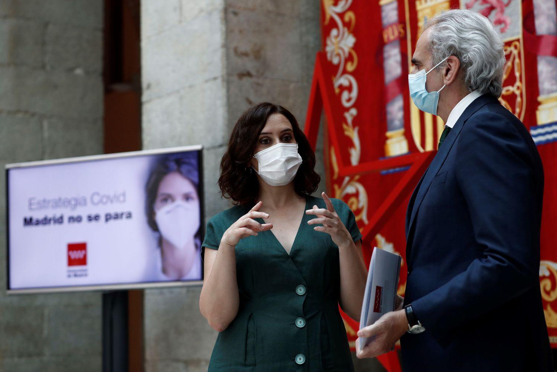 La presidenta de la Comunidad de Madrid, Isabel Díaz Ayuso, y el consejero de Sanidad, Enrique Ruiz Escudero, este martes.