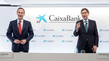 El nuevo presidente de CaixaBank, José Ignacio Goirigolzarri, (d) y el consejero delegado de la entidad, Gonzalo Gortázar (i), este viernes.