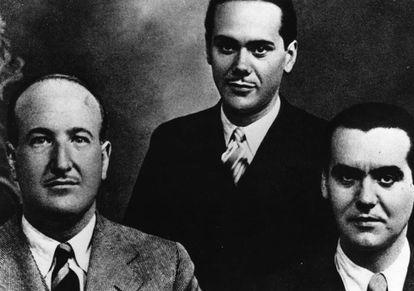 Desde la izquierda, Vicente Aleixandre, Luis Cernuda y Federico García Lorca, hacia 1927.
