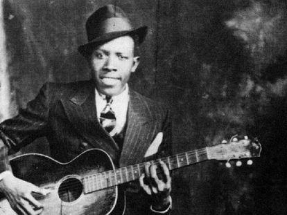 El guitarrista y cantante Robert Johnson, en una imagen fechada en 1935.