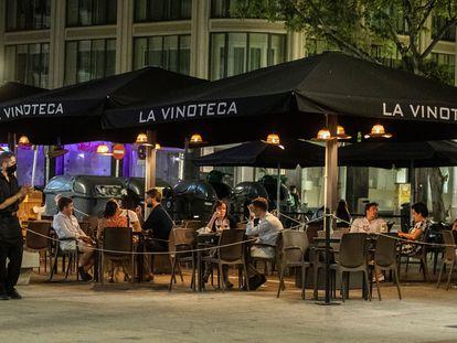 Algunos bares y terrazas de copas en la zona de Huertas en Madrid