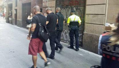 Los individuos que intentaron desalojar el inmueble de la calle de la Cera.