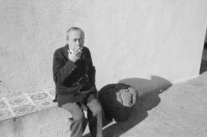 Leonardo Sciascia, en su casa en Sicilia en 1988.