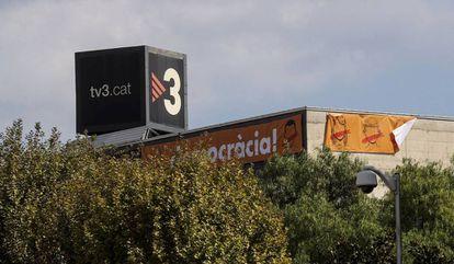Pancartas de la campaña del Sí en la fachada de uno de los edificios de TV3.