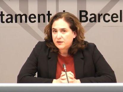La alcaldesa de Barcelona, Ada Colau, durante su comparecencia en el Ayuntamiento.