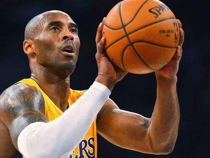 Kobe Bryant, en una imagen de archivo, durante su etapa de jugador de los Lakers.