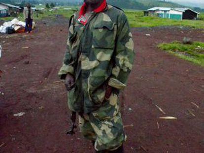 Un soldado congoleño junto a la frontera de Ruanda, zona de combates entre Ejército y la guerrilla de Ntaganda.