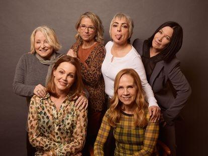 Gina Schock, Belinda Carlisle, Alison Ellwood, Jane Wiedlin, Charlotte Caffey y Kathy Valentine, de las Go-Go's, posan en el último festival de Sundance, donde se estreno el documental que repasa sus vidas.