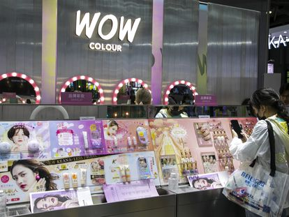 Un puesto en una feria de maquillaje en Shanghái, el pasado 13 de mayo.