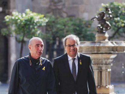 Lluís Llach y Quim Torra en el Palau de la Generalitat.