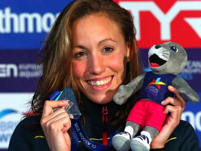 Jessica Vall, con la medalla de plata de los 200 braza.